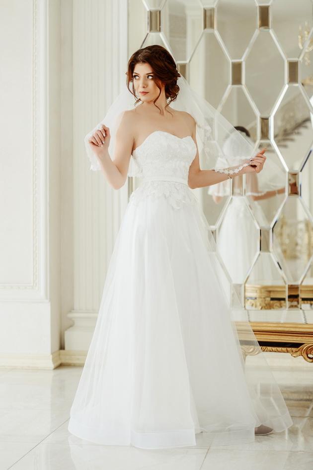 Арт: 42-91. Вечернее платье из сетки с кружевной аппликацией Вечерние фото 1