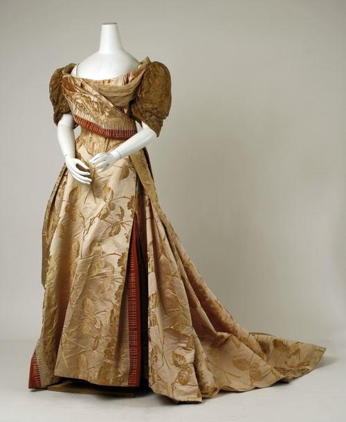 История появления вечерних платьев