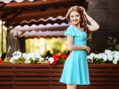 Платье с завышенной талией: фасон на любую фигуру